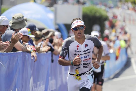 Braden Currie having a tough run in Kona